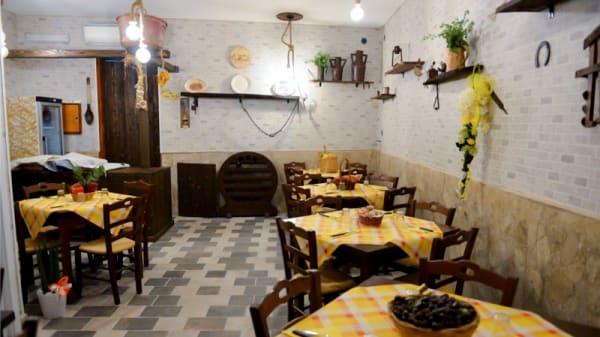 Veduta dell interno - La Cantina di Pazzale, Teano