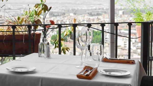 Detalle de la mesa - Carmen de San Miguel, Granada
