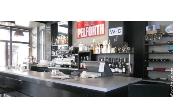 Vue du bar - Café Salé, Paris