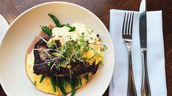 Plates Café Bar Restaurant, Hamilton