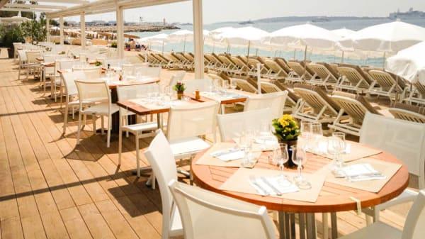 Vue de la terrasse extérieure - Plage Belle Plage, Cannes