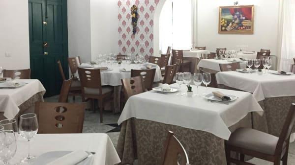 Vista sala - Soterraña, Madroñera