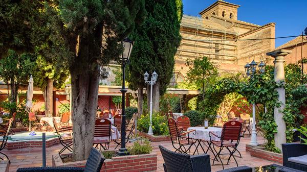 Terraza - Restaurante Jardines de Zoraya -Flamenco en Vivo, Granada
