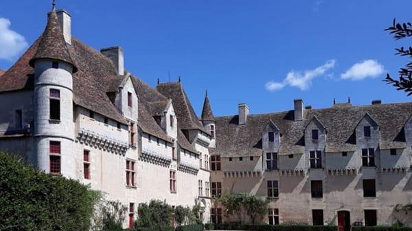 Extérieur - Le Chateau de Neuvic, Neuvic