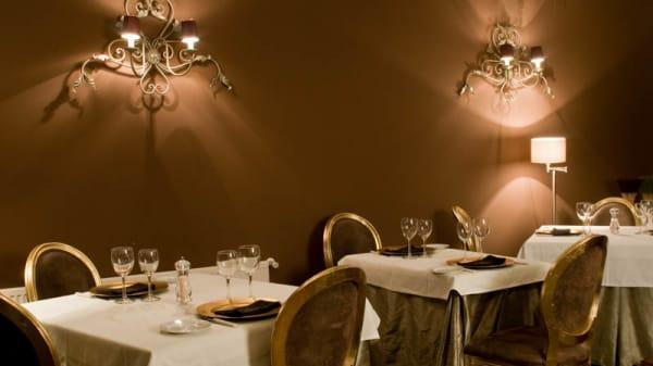 Mesas elegantes - Restaurante Hotel Cardamomo Sigüenza), Carabias