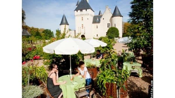 En terrasse - Table des Fées du Château du Rivau, Lémeré