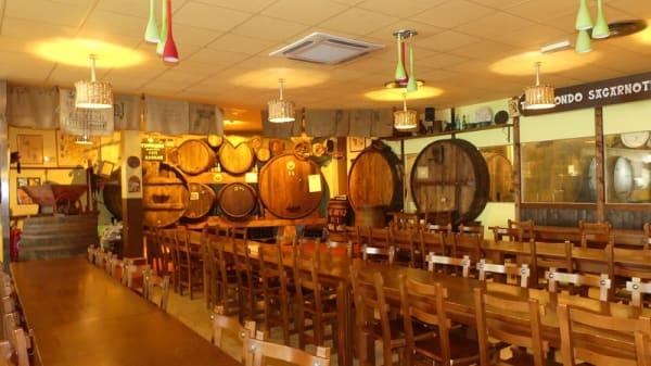 salle - Cidrerie Txopinondo sagarnotegia, Ascain