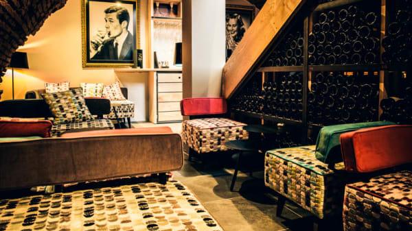 apreçu de la salle - N°5 WINE BAR : bar à vins & restaurant, Toulouse