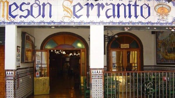 Vista de la fachada - Meson Serranito, Plaza del Duque - El Corte Inglés, Sevilla