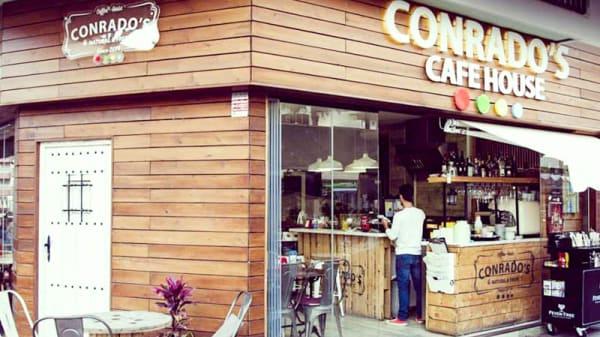 Fachada - Conrado's Café, Fuengirola