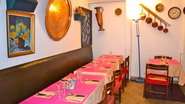 Vue des tables - La Bièvre, Paris