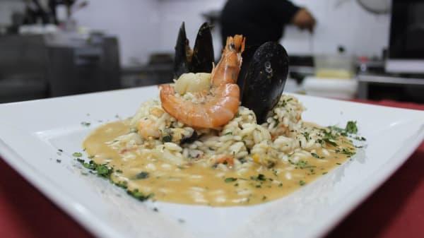 Risotto del pescatore con frutti di mare, gamberoni calamari  - A Casa R'a Signora, Napoli