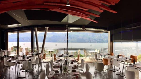 Sala ristorante vista lago - Rossovivo Primaluna Restaurant, Malcesine