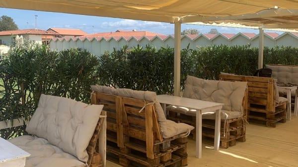 Bagno Alhambra Beach, Viareggio