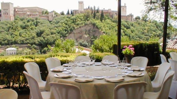 Vista mesa - Carmen Mirador de Aixa, Granada