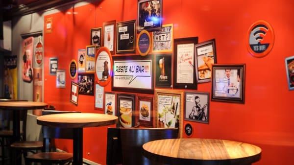 Bar - Reste Au Bar, Lille