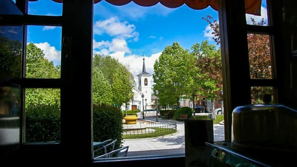 Vista de la plaza mayor - Parrilla Las Brasas, Pozuelo de Alarcón