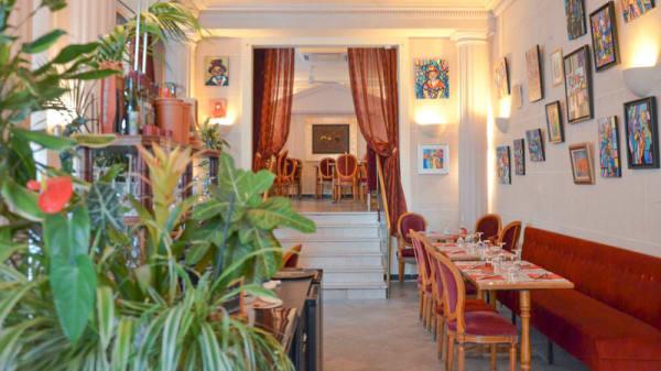 Vue de la 1ère salle - Les Ambassades, Paris