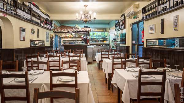 sala do restaurante - Tasca do Manel, Lisboa