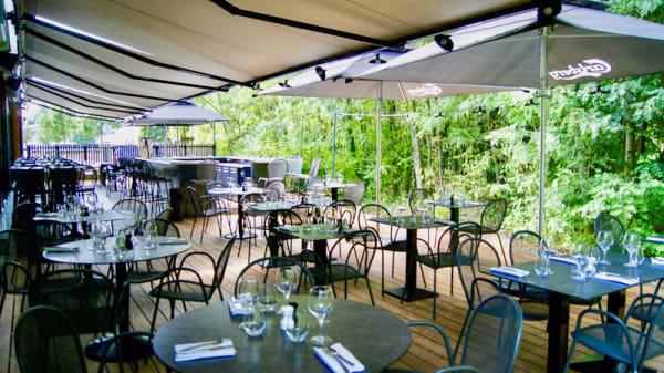 La terrasse ombragée - The Maze - Le Restaurant, Limonest