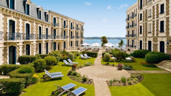 Jardin - Le George V - Hôtel Barrière Le Grand Hôtel Dinard, Dinard