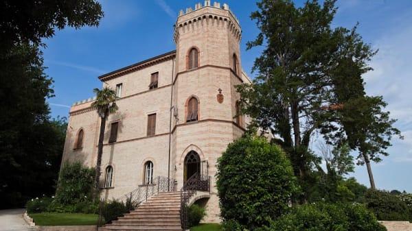 Facciata - Castello Montegiove Country House, Fano