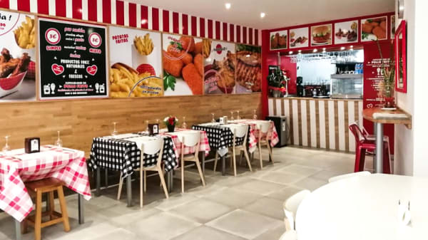 Sala del restaurante - Edwards Fried Chicken, Melide