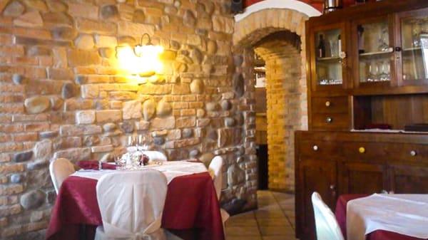 Sala con mattoni e pietra a vista - Locanda Centrale, Sandrigo