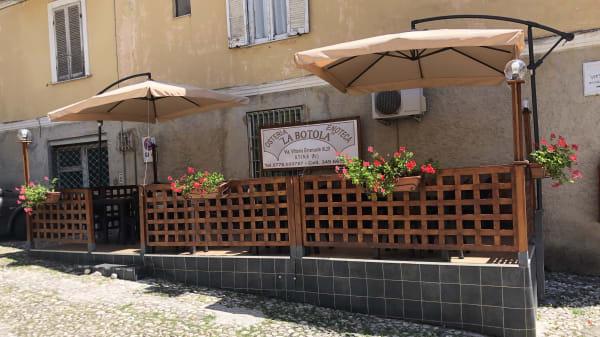 terraza - La Botola, Atina