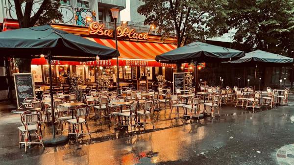 La Place, Paris