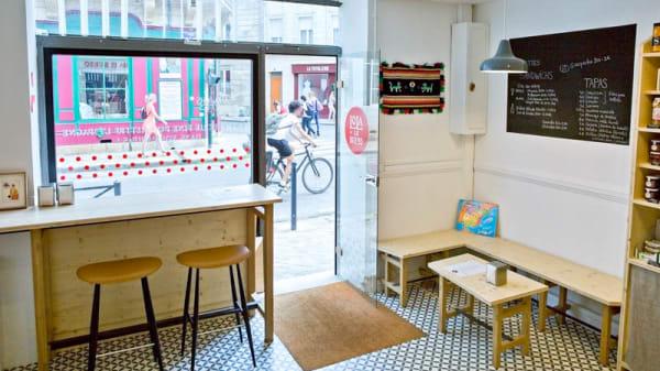 Le comptoir et la table basse pour grignoter - Lola Lo Bueno, Bordeaux