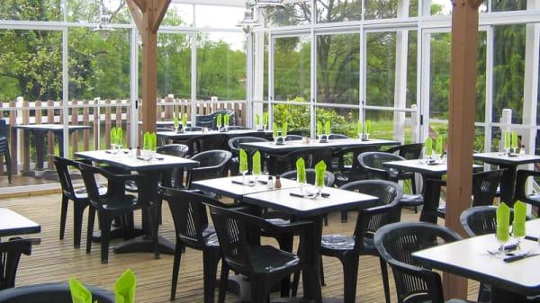 terrasse avec vue sur le canal et le jardinet privatif - Aux Berges de Bougard, ST OMER DE BLAIN