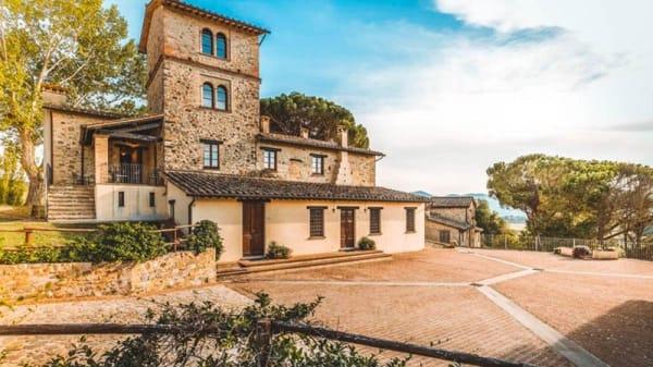Esterno - Hostaria dei Cavalieri Borgo Pulciano, Montone