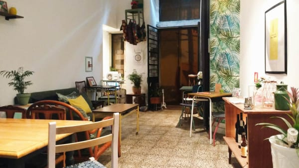 Vista do interior - Quase Café, Lisboa