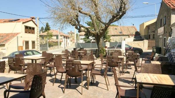 Terraza - Bar de Frutos Segovia, Ortigosa Del Monte