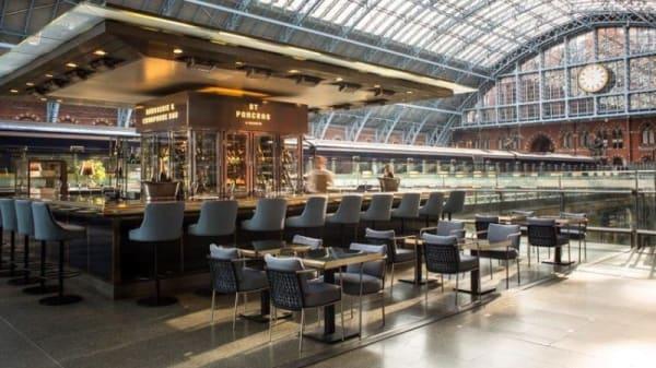 Searcys Champagne Bar at St Pancras Internal - St Pancras Brasserie & Champagne Bar by Searcys, London