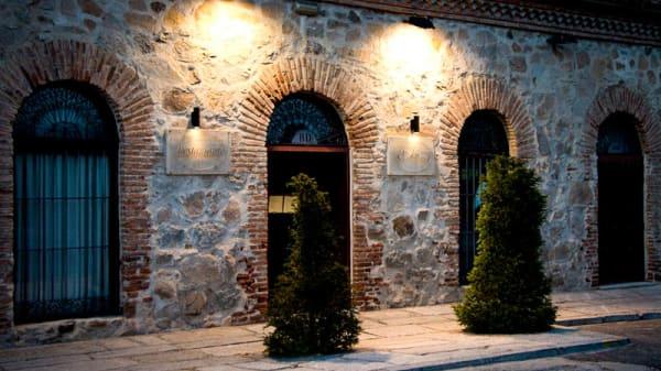 Entrada - El Almacén, Ávila