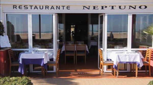 Entrada - Neptuno, Valencia