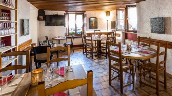 Salle du restaurant - La Petite Auberge, Chêne-Bourg