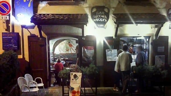 La entrata - Company Vecchia Maiolica, Griante