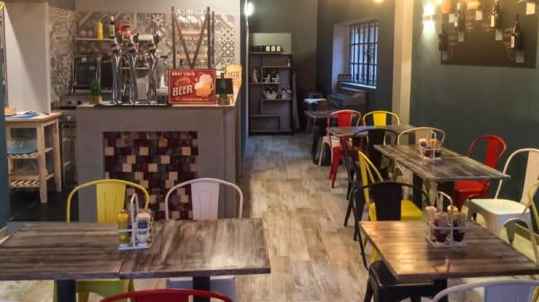 Interno - Semplice Ritrovo con cucina, Milano