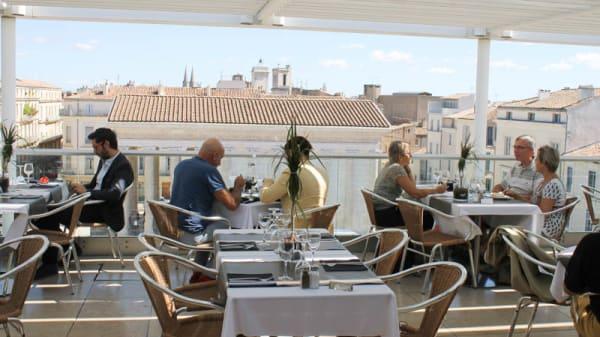 Vu panoramique du restaurant en été - Ciel de Nîmes, Nîmes
