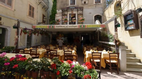 Il Ciclope, Taormina