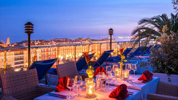 Table dressée - Le Moon Bar, Nice