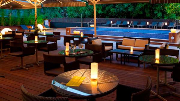 Terraza - Restaurant De Blanc - Hotel H10 Itaca, Barcelona