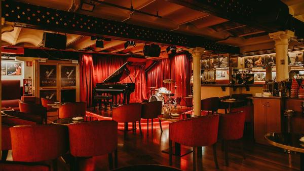 Interior - escenari - Milano Jazz Club, Barcelona