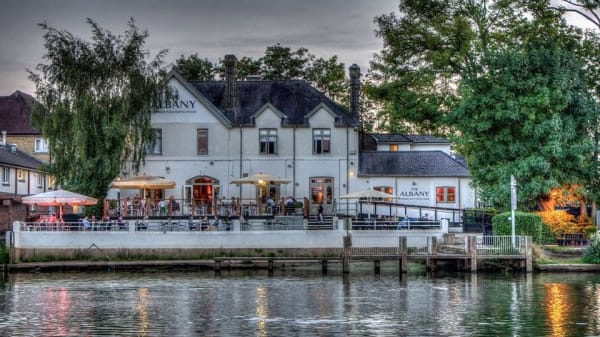 Restaurant - The Albany, Thames Ditton