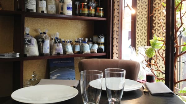 Détail de la table - Le Comptoir Baulois, Paris