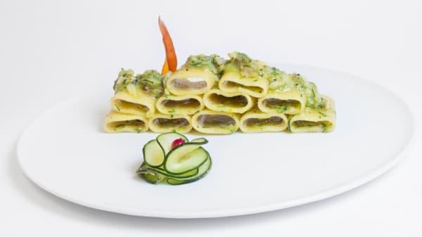 Paccheri con polpa di scorfano, vongole e zucchine - Sacha, Messina