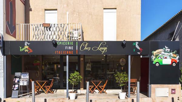 Devanture - Épicerie fine Chez Luigi, Marseille